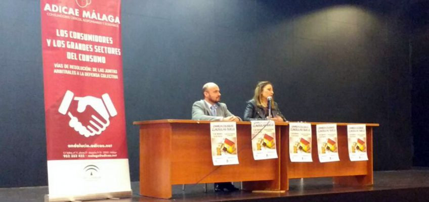 La charla informativa sobre cláusulas suelo organizada por la Delegación de Derechos Sociales en colaboración con ADICAE congrega a más de 140 personas