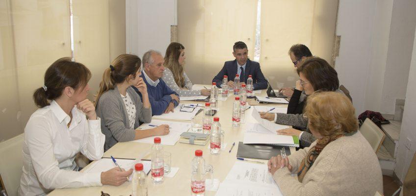 El Patronato de la Fundación del Museo del Grabado aborda en una reunión la situación del recinto y la programación para este ejercicio