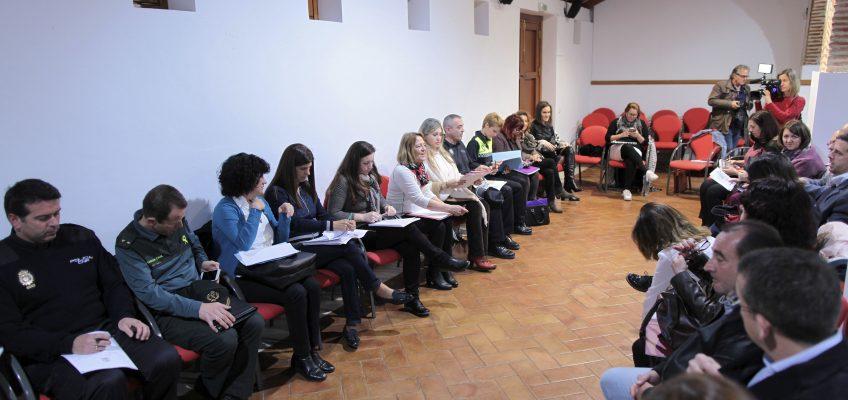 La Comisión Local de Seguimiento contra los Malos Tratos reúne a representantes de los ámbitos político, jurídico, policial, sanitario y social.