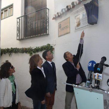 """El Ayuntamiento rinde homenaje a Juan Zamora Martín con una placa con su nombre en reconocimiento """"a una de esas personas que han hecho de Marbella lo que hoy en día es"""""""