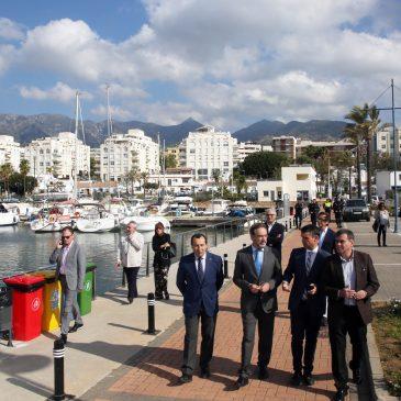 """El alcalde y el consejero de Fomento visitan al Puerto de La Bajadilla y aseguran que habrá """"plena colaboración"""" para que el proyecto de ampliación """"sea una realidad"""""""