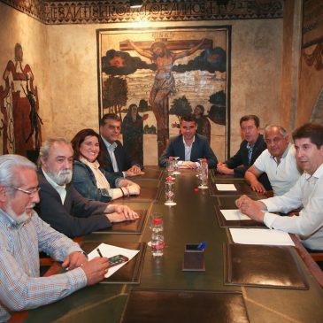 Encuentro con el regidor de Linares, Juan Fernández, y el presidente de la Federación Española de Ajedrez.