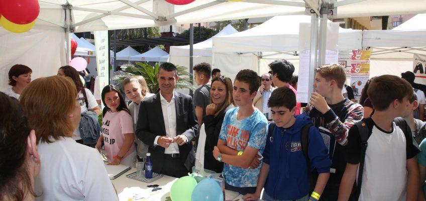 La Feria Social de Marbella celebra hoy una nueva edición en la Avenida del Mar con la participación de 40 asociaciones y la visita de 500 alumnos