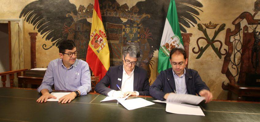 El Ayuntamiento de Marbella renueva el convenio anual con Cáritas para la celebración del Bazar de Navidad