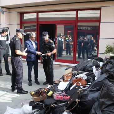 La Policía Local destruye 1.600 artículos falsificados intervenidos en la campaña de control de la venta irregular en el Paseo Marítimo y Puerto Banús