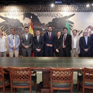 El alcalde y el consejero de Turismo mantienen una reunión con el Club Med para conocer de primera mano el proyecto de reapertura del Hotel Don Miguel
