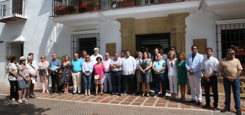 La corporación municipal se concentra en el Ayuntamiento en memoria de Miguel Ángel Blanco