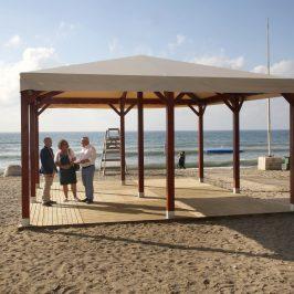 La Playa de San Pedro Alcántara cuenta con zona de sombra para el baño adaptado
