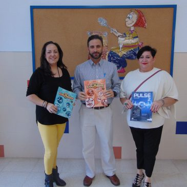 El Ayuntamiento de Ojén invierte más de 9.000 euros en la compra de material para los alumnos de Infantil, Primaria y Secundaria del pueblo  El colegio CEIP Los Llanos recibe más de 200 cuadernillos de inglés para repartir entre el alumnado