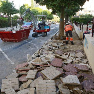 El Ayuntamiento acondiciona el acerado y los pasos de peatones en la calle Alfredo Palma de Marbella