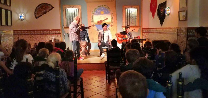 Alumnos del CEIP Juan Ramón Jiménez visitan la Peña Flamenca Sierra Blanca con motivo del Día del Flamenco