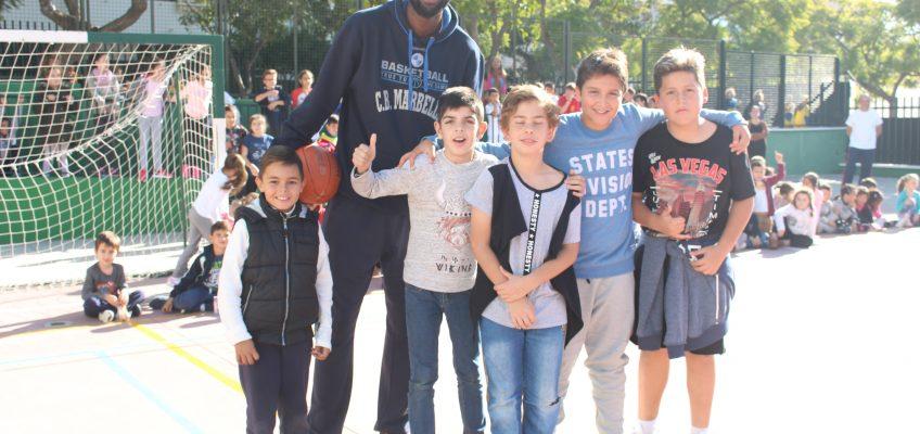El CEIP Santa Teresa vibra un año más con la visita del CB Marbella