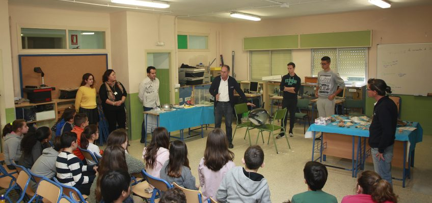 Más de 150 alumnos del colegio Fuente Nueva de San Pedro Alcántara participan en la campaña del Laboratorio Marino del Aula del Mar de Málaga