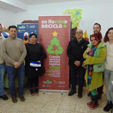 Alumnos de Ojén participan en un taller reciclaje de Navidad