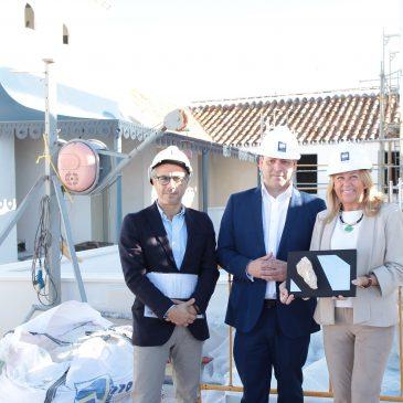 La alcaldesa destaca la apuesta inversora en materia hotelera en el Casco Antiguo    La regidora ha visitado hoy las obras de unos de los establecimientos que tiene previsto abrir el grupo empresarial Rhone este mismo verano en la calle Ancha