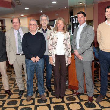 La alcaldesa recibe la insignia de plata como Socia de Mérito de la Sociedad Recreativa y Cultural Casino Marbella