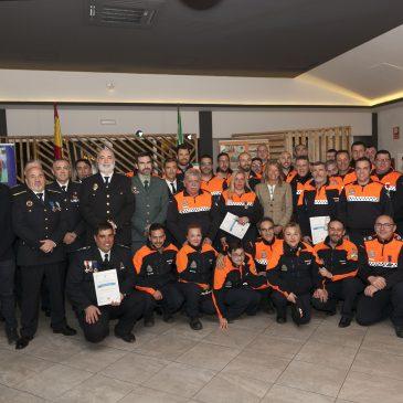 La alcaldesa destaca la dedicación de los voluntarios de Protección Civil en la entrega de medallas a la agrupación