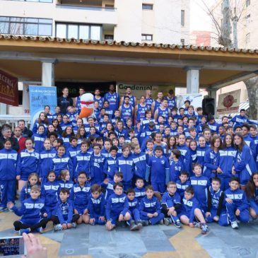 El CB Marbella pinta de azul el centro de la ciudad en su presentación oficial