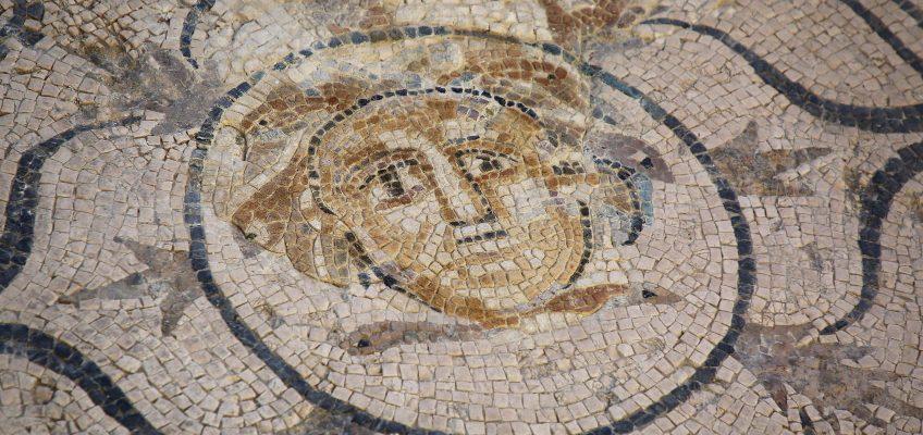 Cultura arranca las visitas guiadas de las Jornadas de Patrimonio Histórico dando a conocer la restauración del mosaico de la Medusa de la Villa Romana de Río Verde