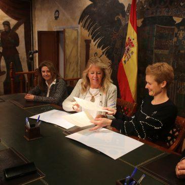 El Ayuntamiento firma un protocolo para la cesión de un local a la Hermandad de la Soledad
