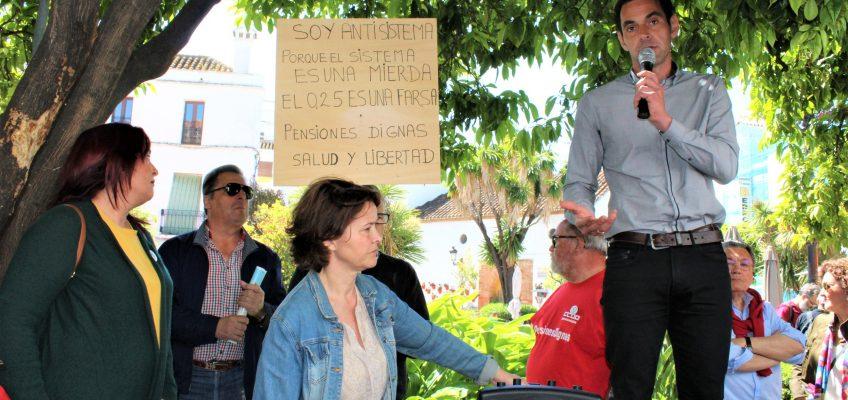 """IZQUIERDA UNIDA CONSIDERA """"FUNDAMENTAL BLINDAR LAS POLÍTICAS SOCIALES COMO LAS PENSIONES""""  Izquierda Unida Marbella participa en la concentración por unas pensiones dignas convocada en la Plaza de los Naranjos de Marbella"""
