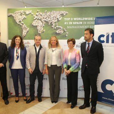 """La alcaldesa destaca el """"liderazgo turístico"""" de la ciudad en unas jornadas del CIT Marbella"""