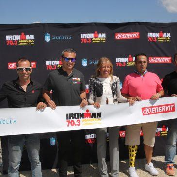"""Marbella celebra este domingo su primera edición del Ironman 70.3, """"una prueba que reforzará la imagen de la ciudad en el mundo""""  La alcaldesa, Ángeles Muñoz, ha presentado hoy en Puerto Banús la prueba, una de las más importantes del circuito internacional y en la que participarán 2.500 atletas"""