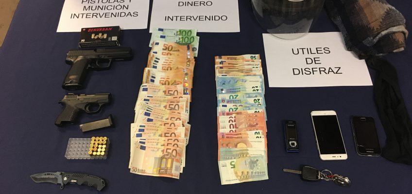 Recuperado el dinero sustraído,  2.841,55 euros   La Policía Nacional detiene a un padre y su hijo por el atraco con armas de fuego perpetrado en un supermercado de la zona Norte de Málaga