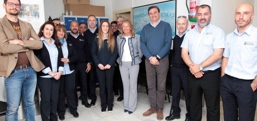 La alcaldesa anuncia un acuerdo para garantizar la estabilidad de la plantilla de la sociedad Transportes Marbella   La sociedad municipal se disolverá, en virtud de la Ley de Racionalización y Sostenibilidad de la Administración Local, y los trabajadores se integrarán en el Ayuntamiento