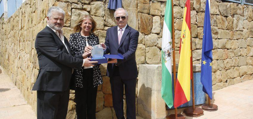 El Ayuntamiento rinde homenaje al maestro Joaquín Sáez Fernández por su labor docente en Marbella