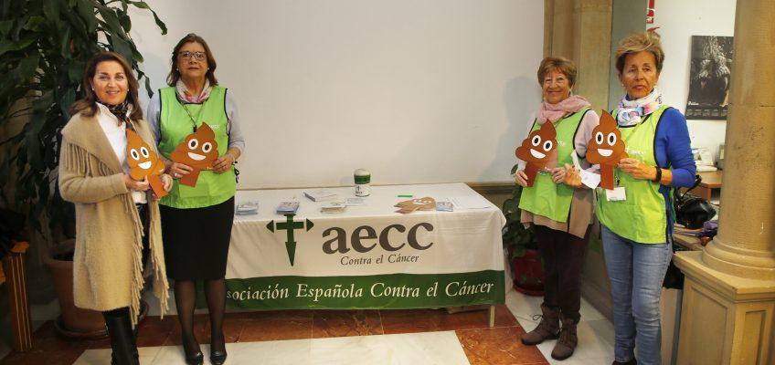El Ayuntamiento apoya la acción informativa de la AECC de Marbella en el Día Mundial del Cáncer de Colon