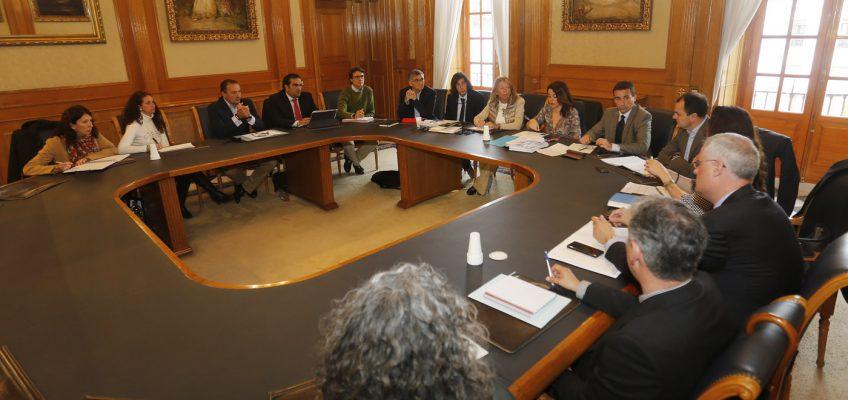 La Mesa del Agua aborda inversiones por más de 5 millones de euros para garantizar y mejorar la red de suministro en el municipio