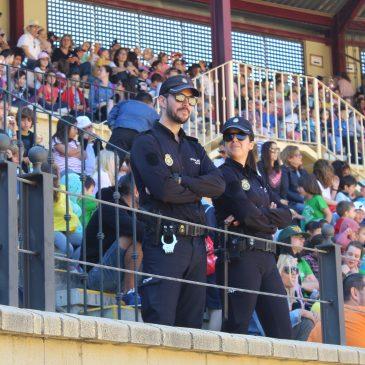 Han asistido 31 colegios de la provincia de Málaga Más de 3.400 escolares asisten a la exhibición de las unidades de la Policía Nacional en la plaza de toros de Torremolinos (Málaga)
