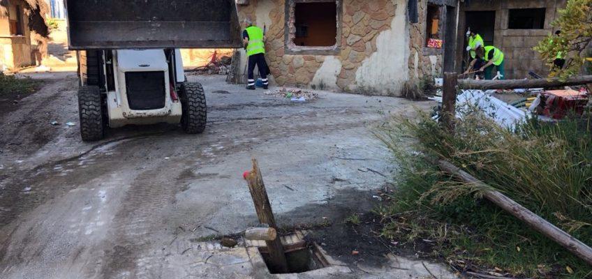 La Tenencia de Alcaldía de San Pedro Alcántara realiza tareas de limpieza en la recientemente recuperada parcela del rocódromo