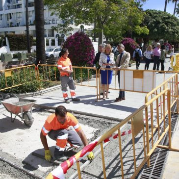 El Ayuntamiento destinará 200.000 euros para mejorar la movilidad peatonal en la zona de Molino de Viento dentro del Plan de Conservación en Barrios   La alcaldesa, que ha visitado hoy los primeros trabajos, ha indicado que se acometerán 170 actuaciones en dos fases