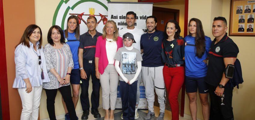 """La alcaldesa destaca la labor de Debra y el compromiso de los Bomberos y de Rafael Amargo """"para seguir dando visibilidad a Piel de Mariposa"""" en el segundo aniversario del Banco Solidario"""