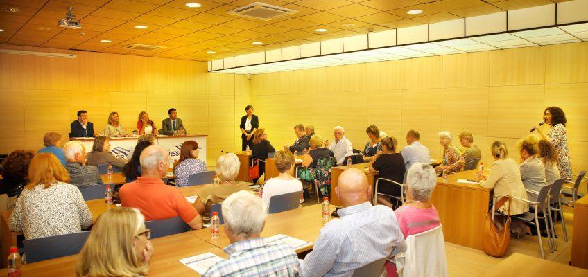 El Ayuntamiento acerca a la comunidad de residentes extranjeros los principales servicios municipales