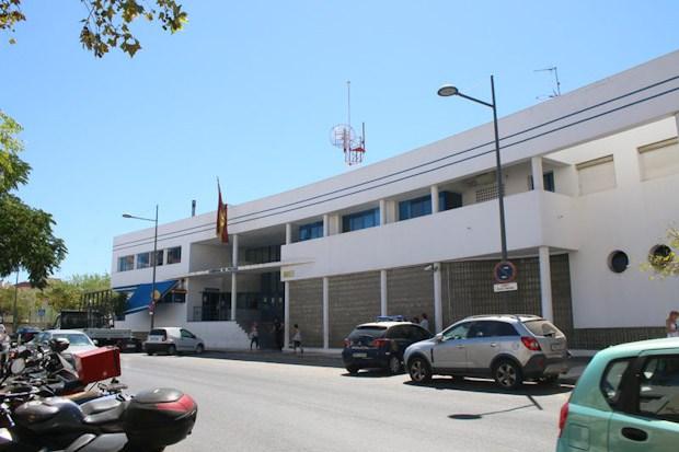 En Marbella (Málaga)  La Policía Nacional detiene a cinco personas por estafar más de 500.000 euros con falsas promociones de viviendas en Internet