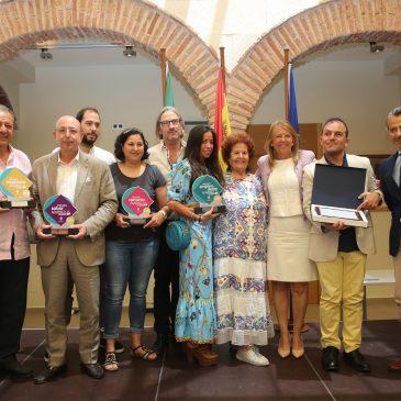El Ayuntamiento reconoce la labor y entrega de los negocios del Distrito Marbella Oeste en los Premios del Comercio