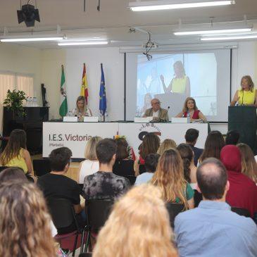 """La alcaldesa destaca """"la calidad educativa de un instituto de referencia como el Victoria Kent"""" en la celebración del 25 Aniversario del centro"""