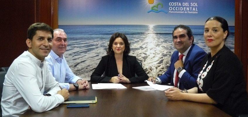 Acosol y el Ayuntamiento de Casares garantizarán el agua a las personas con pocos recursos  •La empresa pública y el Ayuntamiento firman un protocolo para el suministro a usuarios en situación de vulnerabilidad y jubilados