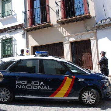Servicio humanitario  Rescatadas siete personas de una misma familia tras originarse un incendio en la planta baja de una vivienda en Antequera (Málaga)