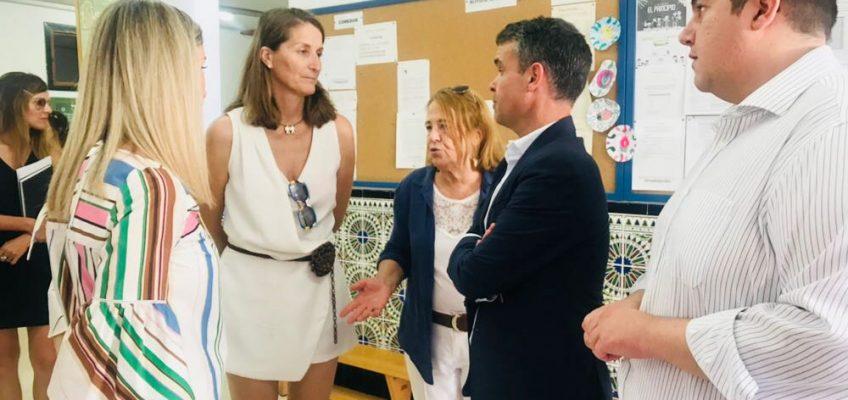 EL PSOE VALORA LA APUESTA DE LA JUNTA POR LA EDUCACIÓN EN MARBELLA  Bernal y García destacan las actuaciones que se están llevando a cabo en el colegio José Banús