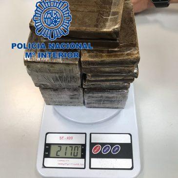 29 personas detenidas en Madrid, Valencia y Málaga  Desmantelados tres laboratorios clandestinos e intervenidas 5.000.000 de dosis de medicamentos ilegales