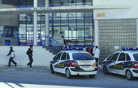 En Marbella (Málaga)  La Policía Nacional detiene a un hombre por envenenar con raticida a media docena de gallinas que le impedían conciliar el sueño