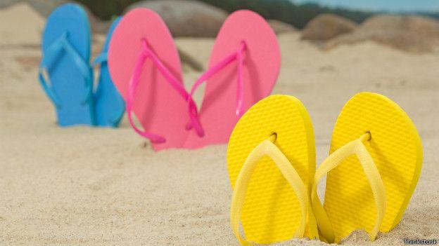 El uso de las chanclas debe limitarse a la playa, piscinas y duchas públicas para evitar afecciones dérmicas