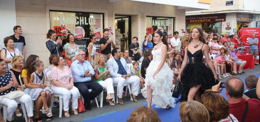 La moda llega al centro de San Pedro Alcántara con el primer desfile de 'Showstars 2018'