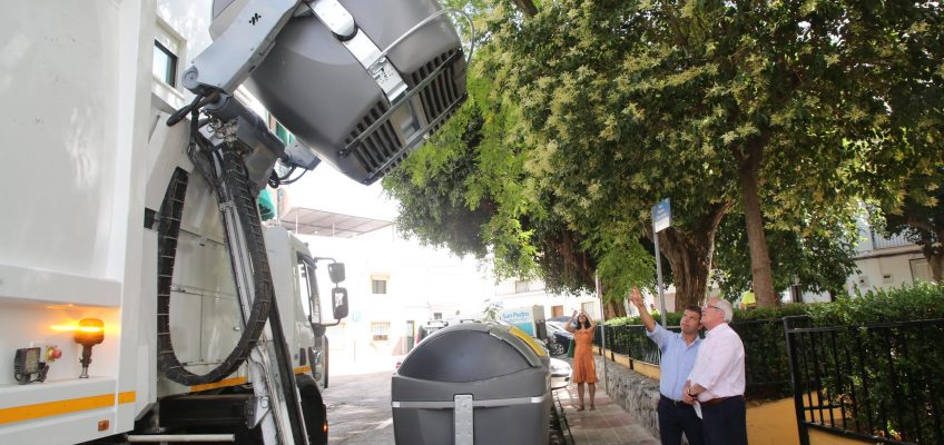 San Pedro Alcántara incorpora 395 contenedores de carga lateral que triplican capacidad y permiten aumentar en 143 las plazas de aparcamiento