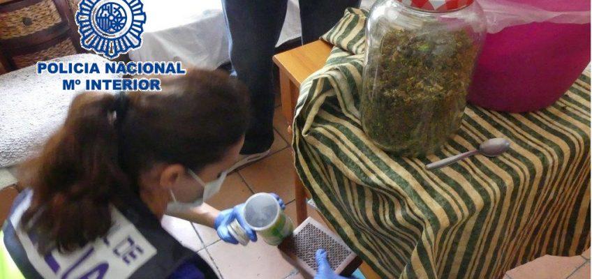 En Marbella (Málaga)   La Policía Nacional desmantela un punto de venta de droga donde adquirieron cannabis unos jóvenes intoxicados con un brownie