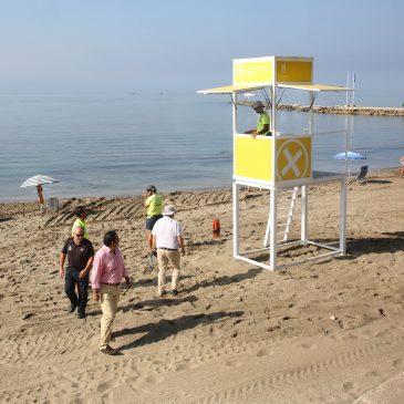 El Ayuntamiento instala quince nuevos módulos de socorrismo dotados de megafonía que dan un salto de calidad en la vigilancia de todo el litoral del municipio